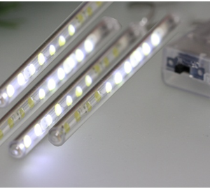 "Valguskett ""Meteo"" 80 LED lampi"